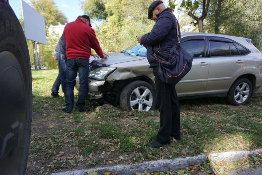ДТП в Каменском: Daewoo Lanos столкнулся с внедорожником Lexus, фото-9