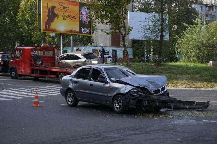 ДТП в Каменском: Daewoo Lanos столкнулся с внедорожником Lexus, фото-5