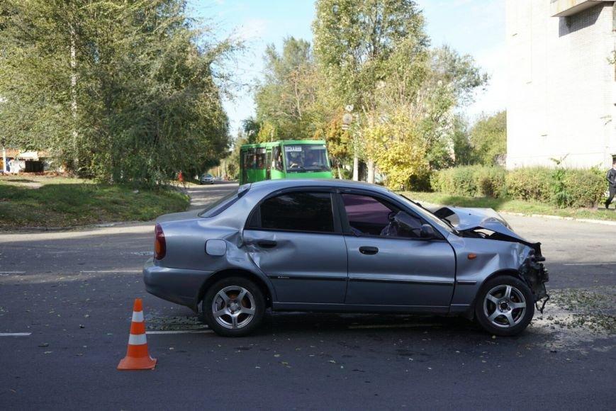 ДТП в Каменском: Daewoo Lanos столкнулся с внедорожником Lexus, фото-3