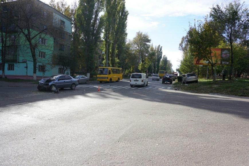 ДТП в Каменском: Daewoo Lanos столкнулся с внедорожником Lexus, фото-1
