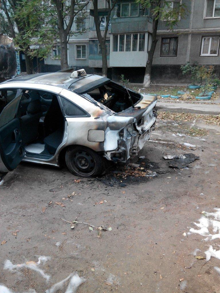 В Запорожье на Кичкасе сожгли автомобиль таксиста, - ФОТО, фото-3