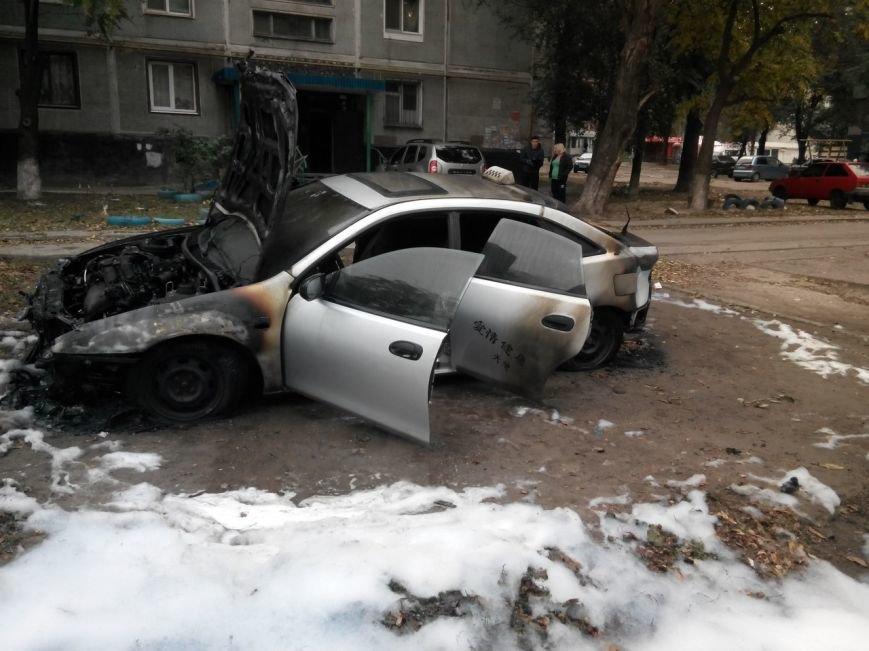 В Запорожье на Кичкасе сожгли автомобиль таксиста, - ФОТО, фото-2