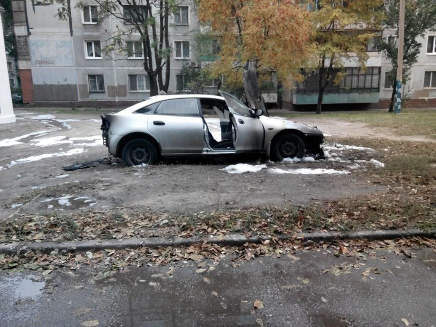 В Запорожье на Кичкасе сожгли автомобиль таксиста, - ФОТО, фото-1