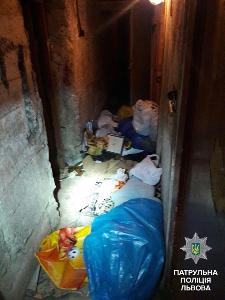 Львівські патрульні затримали двох грабіжників  у підвалі житлового будинку (ФОТО), фото-4