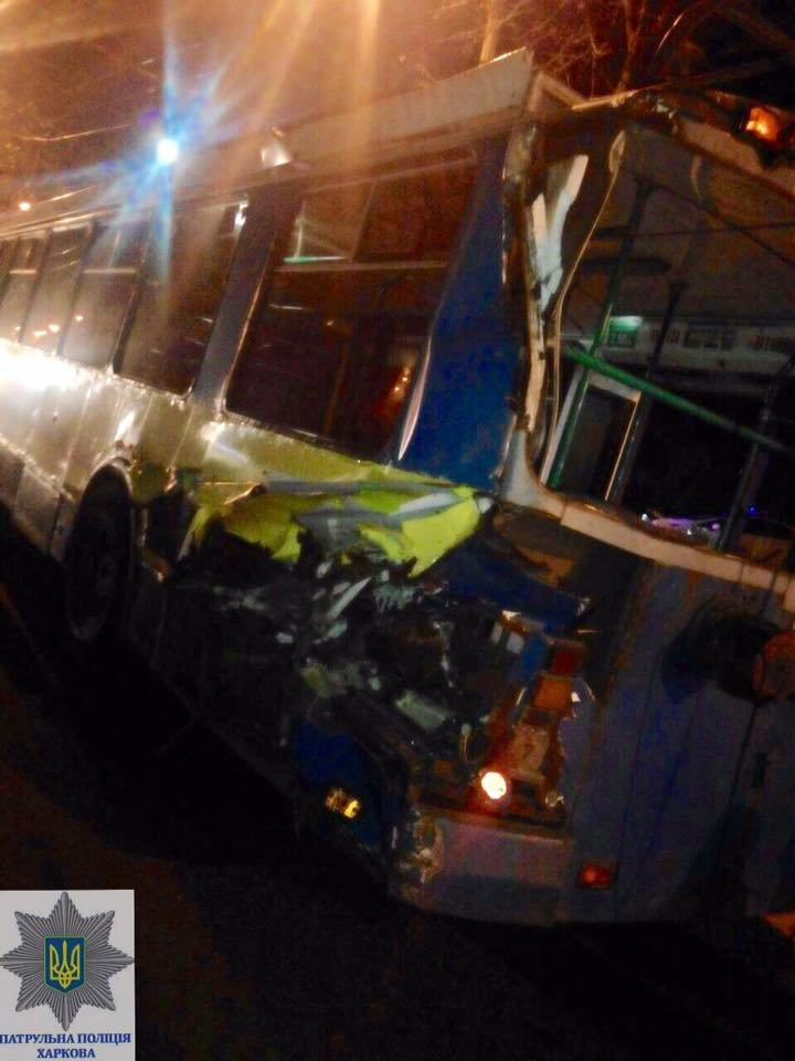 В Харькове грузовик врезался в троллейбус (ФОТО), фото-2