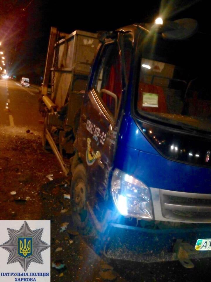 В Харькове грузовик врезался в троллейбус (ФОТО), фото-1
