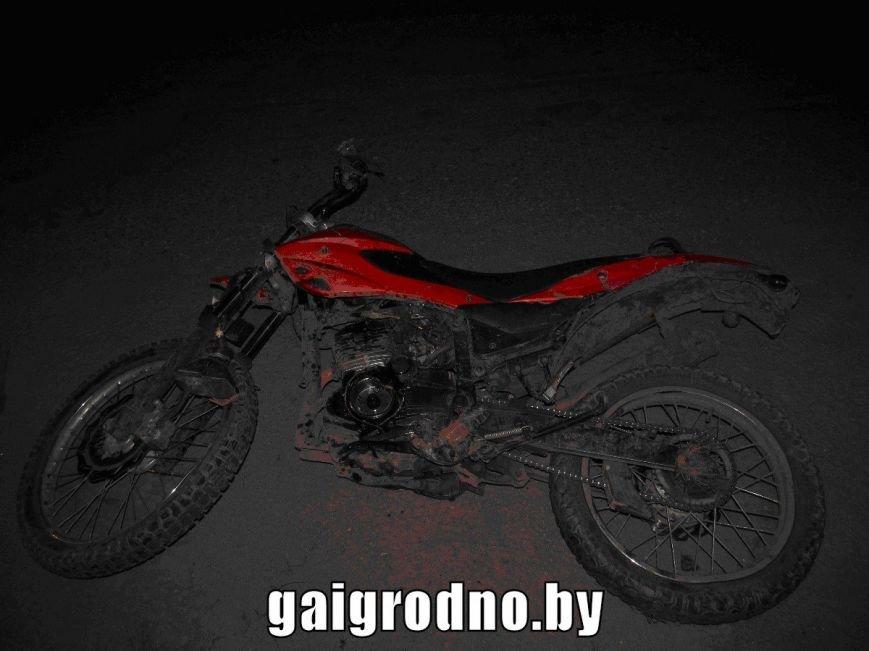 Под Вороново малолетний бесправник на мотоцикле вылетел с дороги и врезался в забор: парень погиб, фото-2