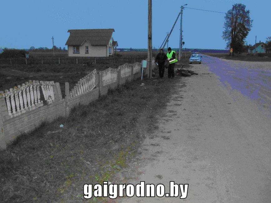 Под Вороново малолетний бесправник на мотоцикле вылетел с дороги и врезался в забор: парень погиб, фото-3