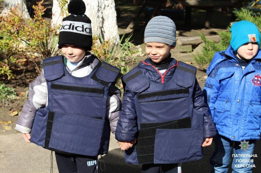 Херсонские патрульные продолжают ходить в школы (фото), фото-1