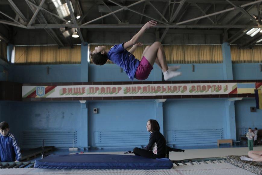 В Каменском состоялся турнир по прыжкам на акробатической дорожке (прыжки на батуте), фото-2