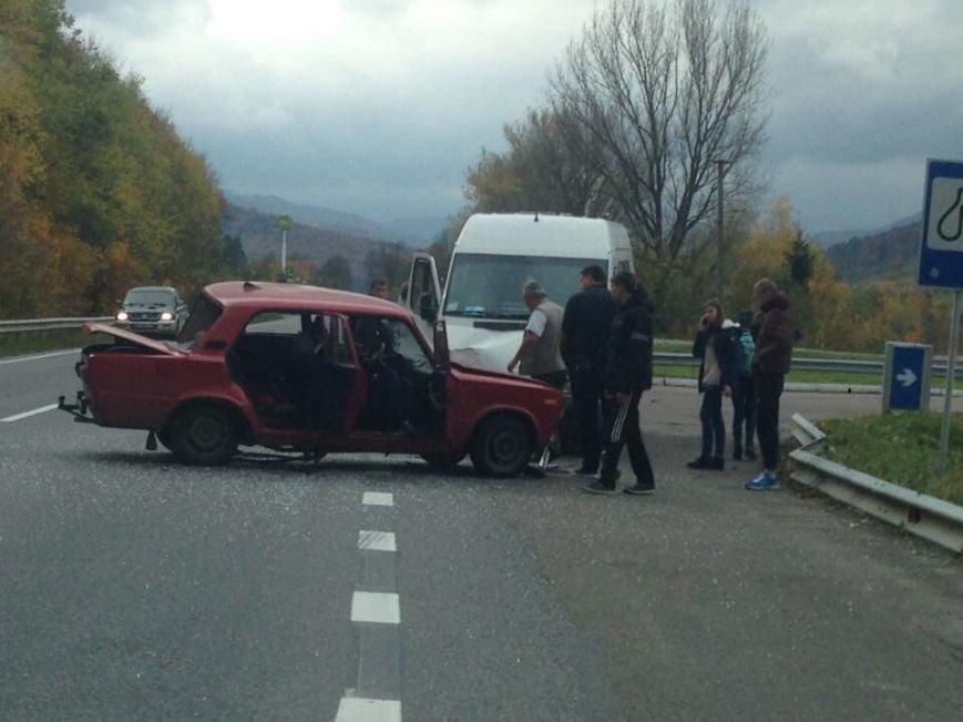 На трасі Київ - Чоп сталося зіткнення двох автомобілів: постраждав 15-річний хлопець (ФОТО), фото-1