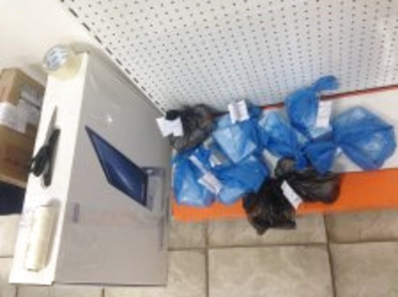 """Из магазинов Мариуполя изъяли  5 """"серых"""" телефонов iPhone7 (ФОТО), фото-2"""
