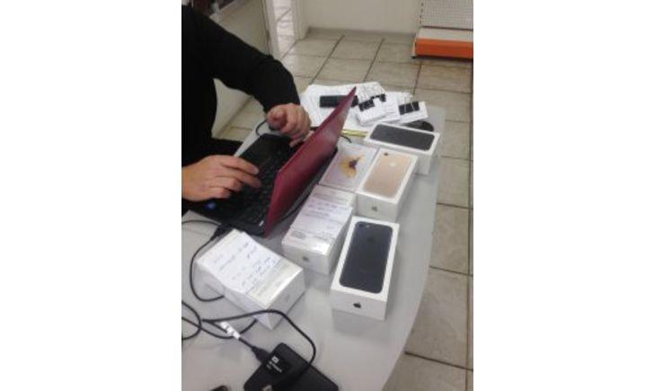"""Из магазинов Мариуполя изъяли  5 """"серых"""" телефонов iPhone7 (ФОТО), фото-1"""