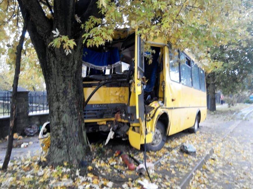 З'явилося відео з місця ДТП у Львові, внаслідок якої по допомогу до лікарів звернулось 19 людей, фото-1