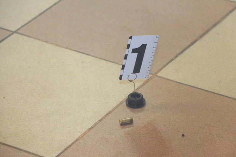Криминальный Днепр: ночью неизвестные ограбили ломбард и стреляли в охранника (ФОТО, ВИДЕО), фото-1