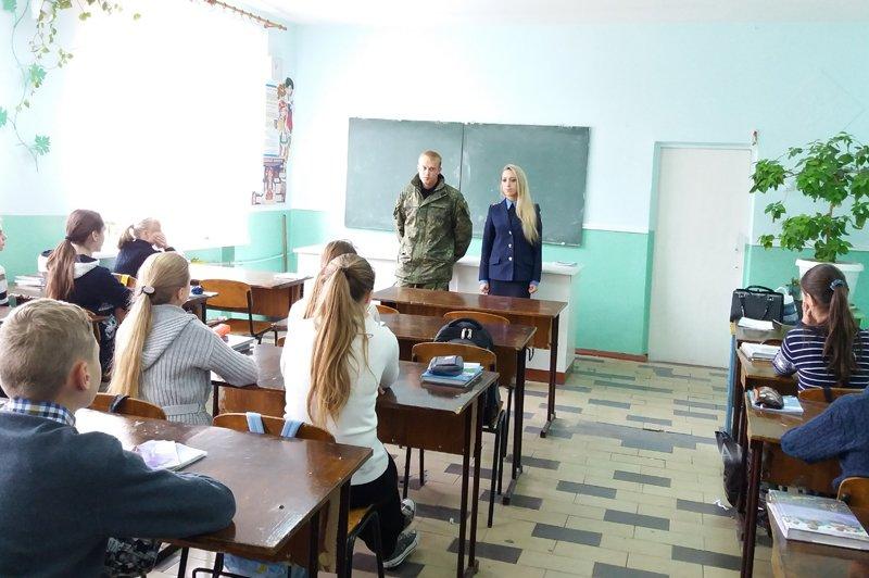 Правоохранители пообщались с добропольскими школьниками о безопасности, фото-1