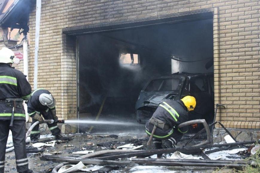 В Запорожье гараж сгорел, вместе с автомобилем, - ФОТО, ВИДЕО, фото-1