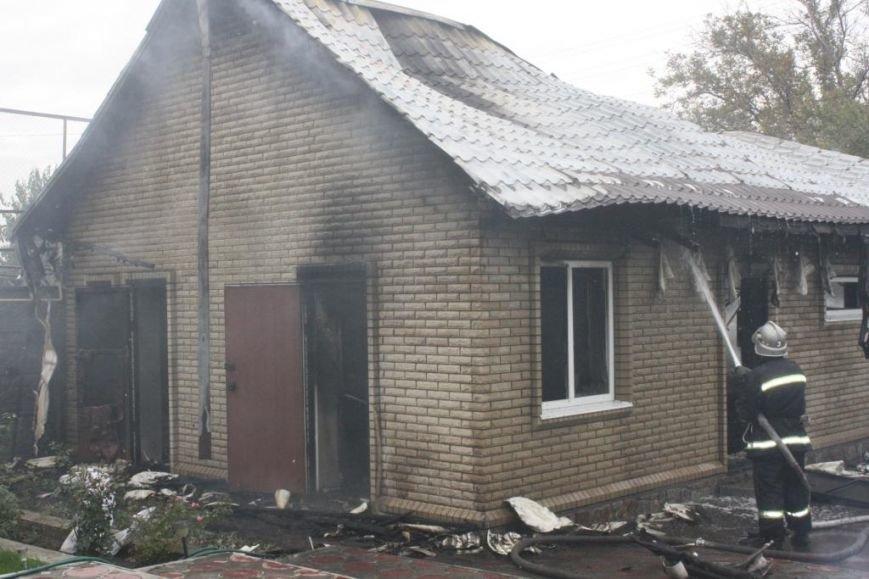 В Запорожье гараж сгорел, вместе с автомобилем, - ФОТО, ВИДЕО, фото-3