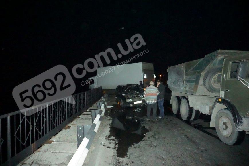 ДТП на плотине в Каменском: водителя «девятки» доставали спасатели, фото-3