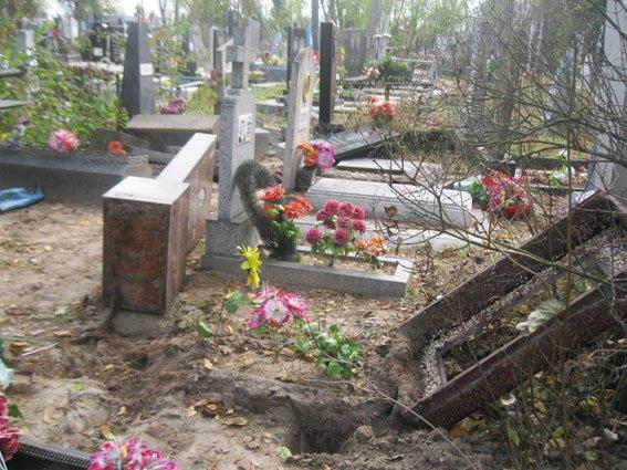 На Сумщине задержали двух «кладбищенских» вандалов (ФОТО), фото-1