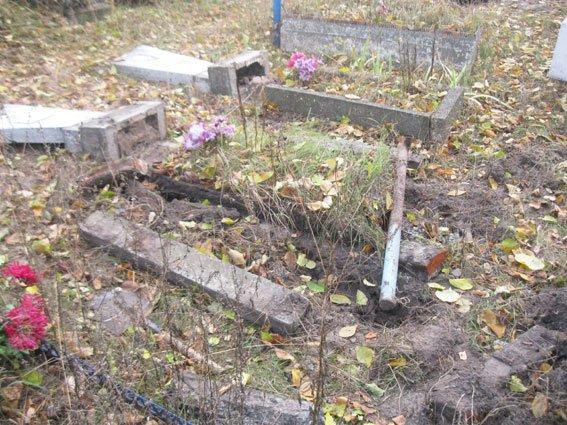 На Сумщине задержали двух «кладбищенских» вандалов (ФОТО), фото-3