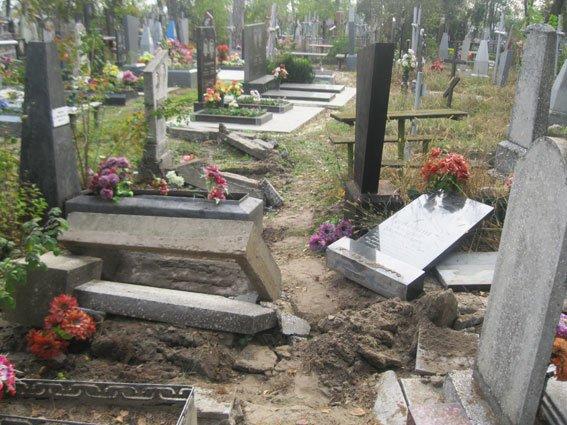 На Сумщине задержали двух «кладбищенских» вандалов (ФОТО), фото-2