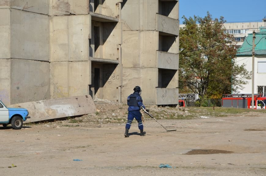 В Мариуполе на глазах у Жебривского из обстрелянного дома спасли 12 человек (ФОТО+ВИДЕО), фото-21