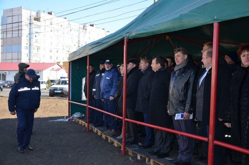 В Мариуполе на глазах у Жебривского из обстрелянного дома спасли 12 человек (ФОТО+ВИДЕО), фото-12