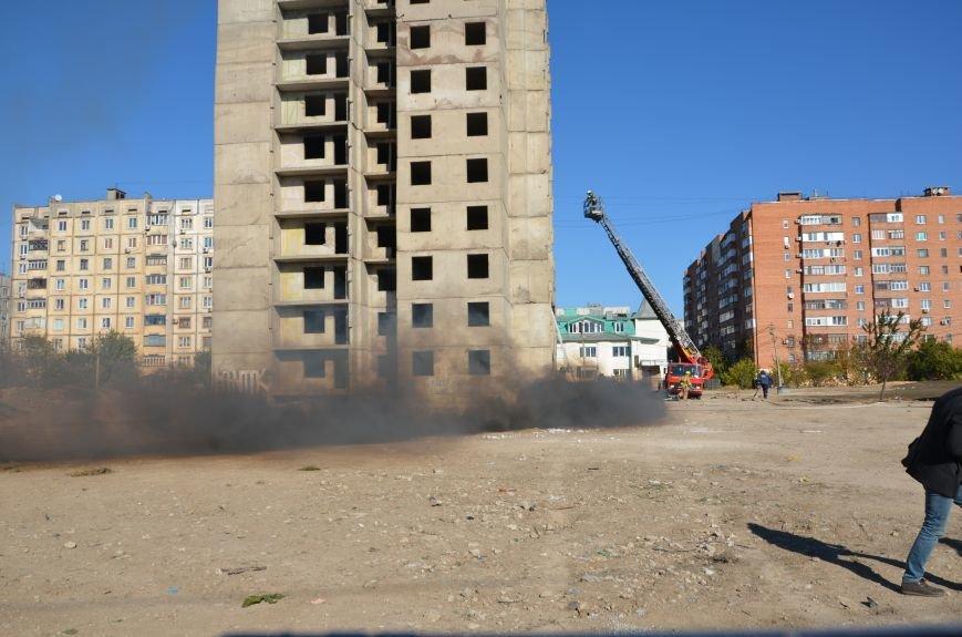 В Мариуполе на глазах у Жебривского из обстрелянного дома спасли 12 человек (ФОТО+ВИДЕО), фото-9
