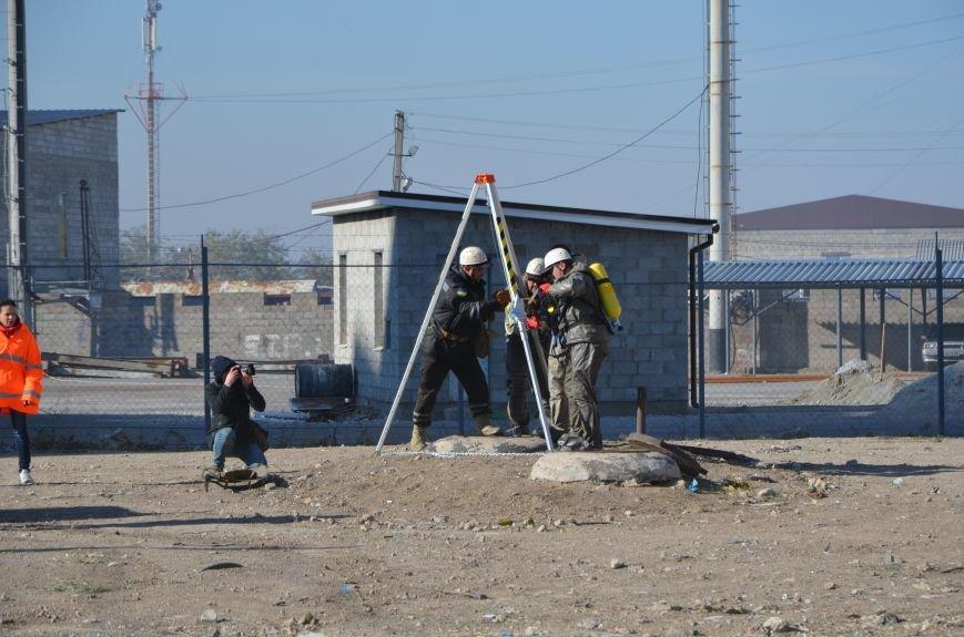 В Мариуполе на глазах у Жебривского из обстрелянного дома спасли 12 человек (ФОТО+ВИДЕО), фото-2