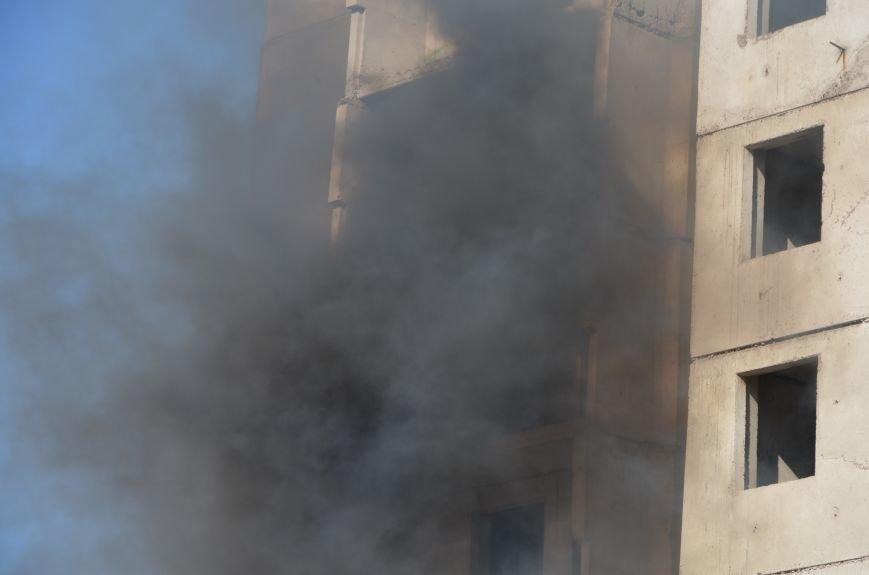 В Мариуполе на глазах у Жебривского из обстрелянного дома спасли 12 человек (ФОТО+ВИДЕО), фото-19
