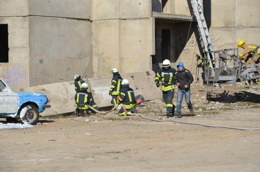 В Мариуполе на глазах у Жебривского из обстрелянного дома спасли 12 человек (ФОТО+ВИДЕО), фото-13