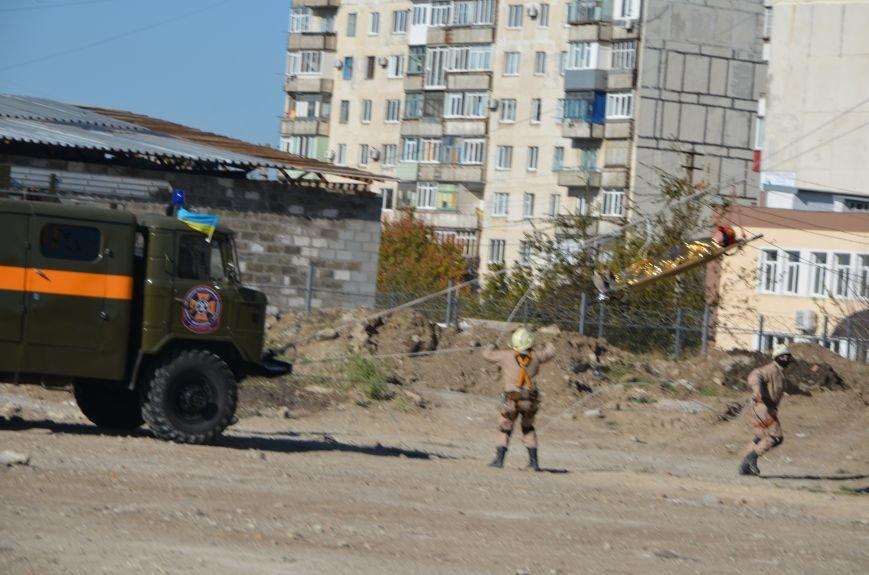 В Мариуполе на глазах у Жебривского из обстрелянного дома спасли 12 человек (ФОТО+ВИДЕО), фото-5