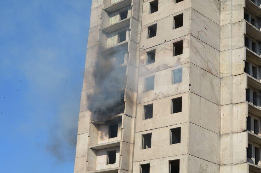 В Мариуполе на глазах у Жебривского из обстрелянного дома спасли 12 человек (ФОТО+ВИДЕО), фото-1