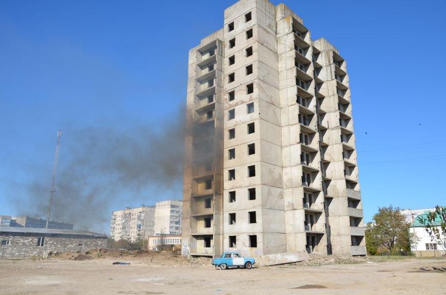 В Мариуполе на глазах у Жебривского из обстрелянного дома спасли 12 человек (ФОТО+ВИДЕО), фото-18
