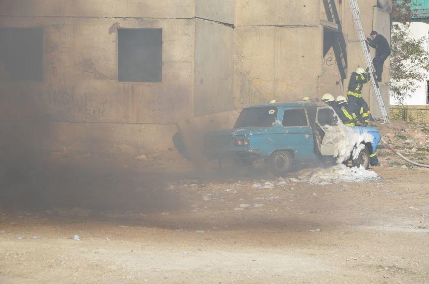 В Мариуполе на глазах у Жебривского из обстрелянного дома спасли 12 человек (ФОТО+ВИДЕО), фото-8