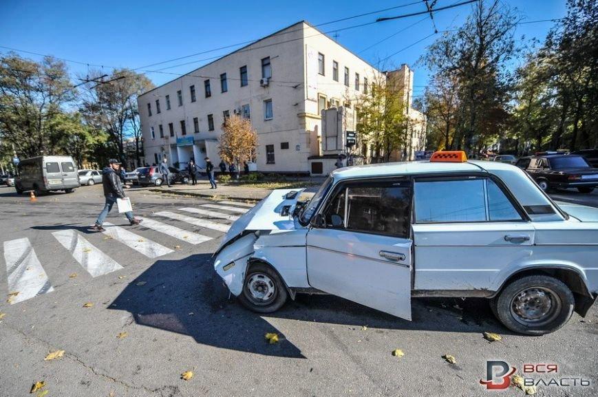 В центре Запорожья такси врезалось в маршрутку, - ФОТО, фото-4