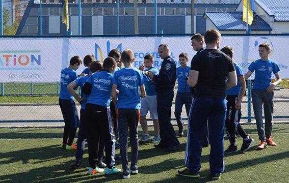 Поліцейські взяли участь у футбольному фестивалі на Буковині (ФОТО), фото-2