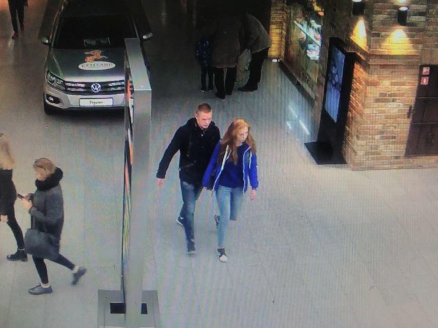 В Гродно на вокзале пенсионер присвоил чужой кошелек, а молодая пара в торговом центре позарилась на мобильник. Теперь их ищет милиция (ВИ..., фото-1