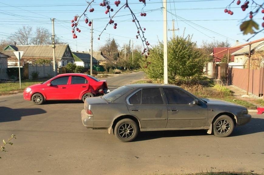 Роковой перекресток: в Покровске столкнулись два автомобиля, фото-1