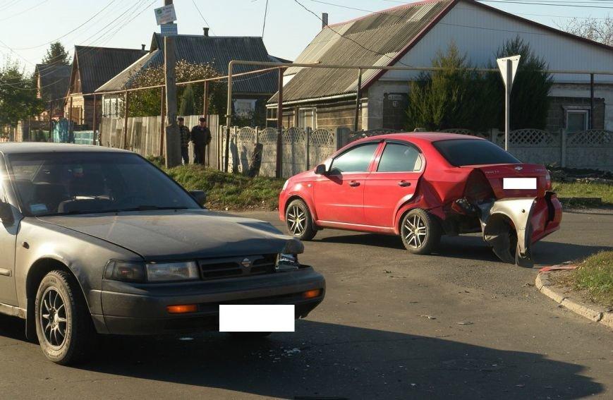 Роковой перекресток: в Покровске столкнулись два автомобиля, фото-2