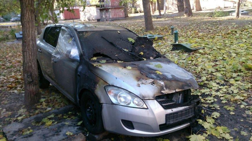 В Каменском горел автомобиль KIA Ceed, фото-1