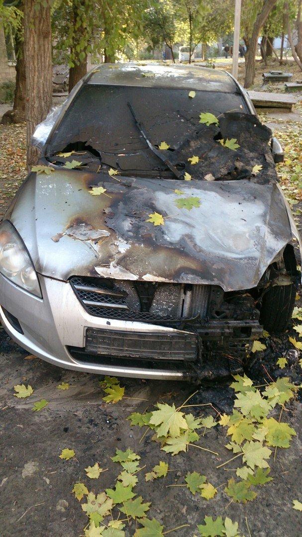 В Каменском горел автомобиль KIA Ceed, фото-2