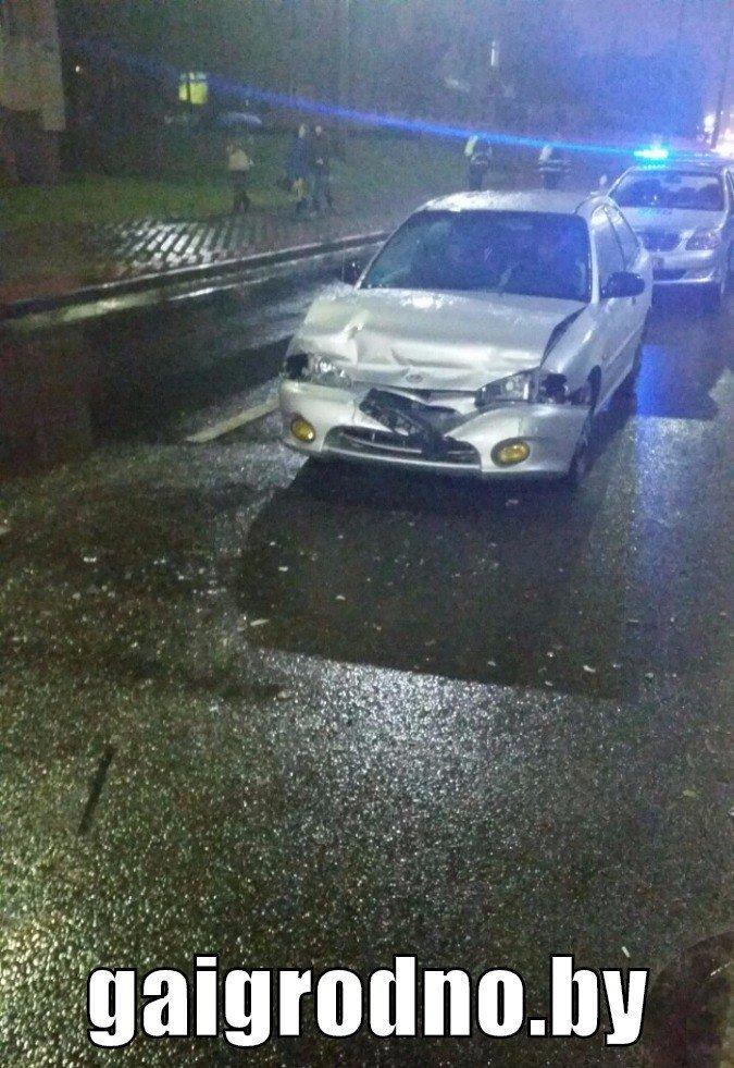 """В Гродно бесправник на Хёндэ """"зазевался"""" на мокрой дороге и врезался в бус - пассажир разбил головой лобовое стекло, фото-1"""