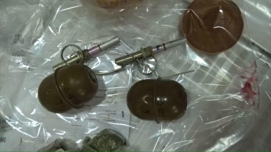 На Кировоградщине СБУ изъяла из незаконного оборота рекордную партию наркосырья, арсенал оружия и взрывчатку (ФОТО), фото-12