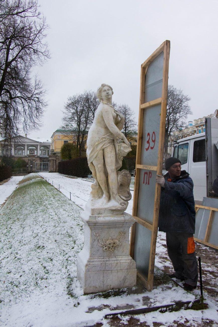Статуи в музее-заповеднике «Царское Село» уходят на «зимовку», фото-1
