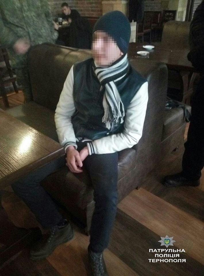 Тернополянин приніс до бару пістолет, аби відлякати суперника (Фото), фото-1