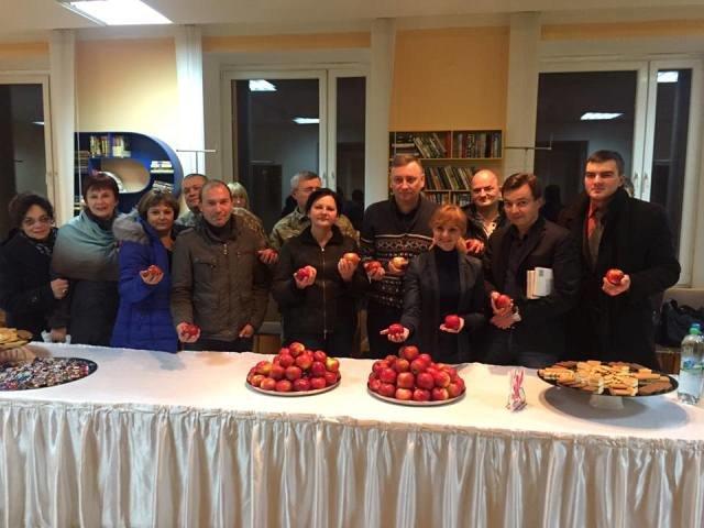 На Днепропетровщине красное яблоко станет символом уважения к воинам АТО (ФОТО), фото-1