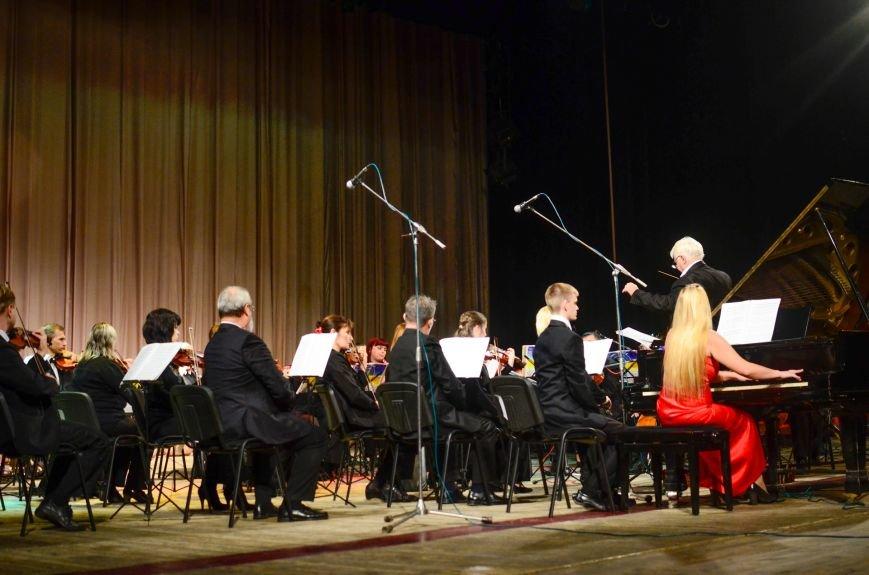Кременчужане аплодировали стоя симфоническому оркестру Полтавского академического областного украинского музыкально-драматического театра и..., фото-1