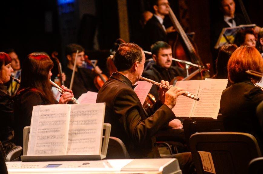 Кременчужане аплодировали стоя симфоническому оркестру Полтавского академического областного украинского музыкально-драматического театра..., фото-13